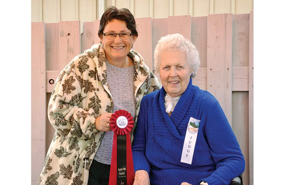 Apple pie red ribbon goes to Glenda Brown